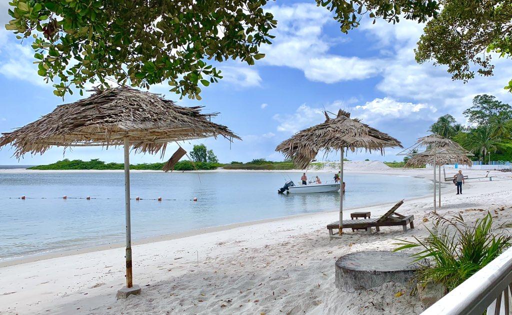 relax and enjoy la belle plage du club
