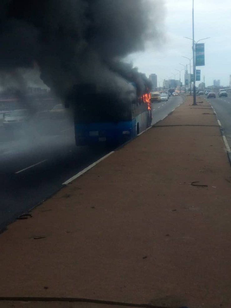 brt bus goes up in flame on third mainland bridge -see details BRT BUS GOES UP IN FLAME ON THIRD MAINLAND BRIDGE -SEE DETAILS D7KIjfnXoAAhBG4