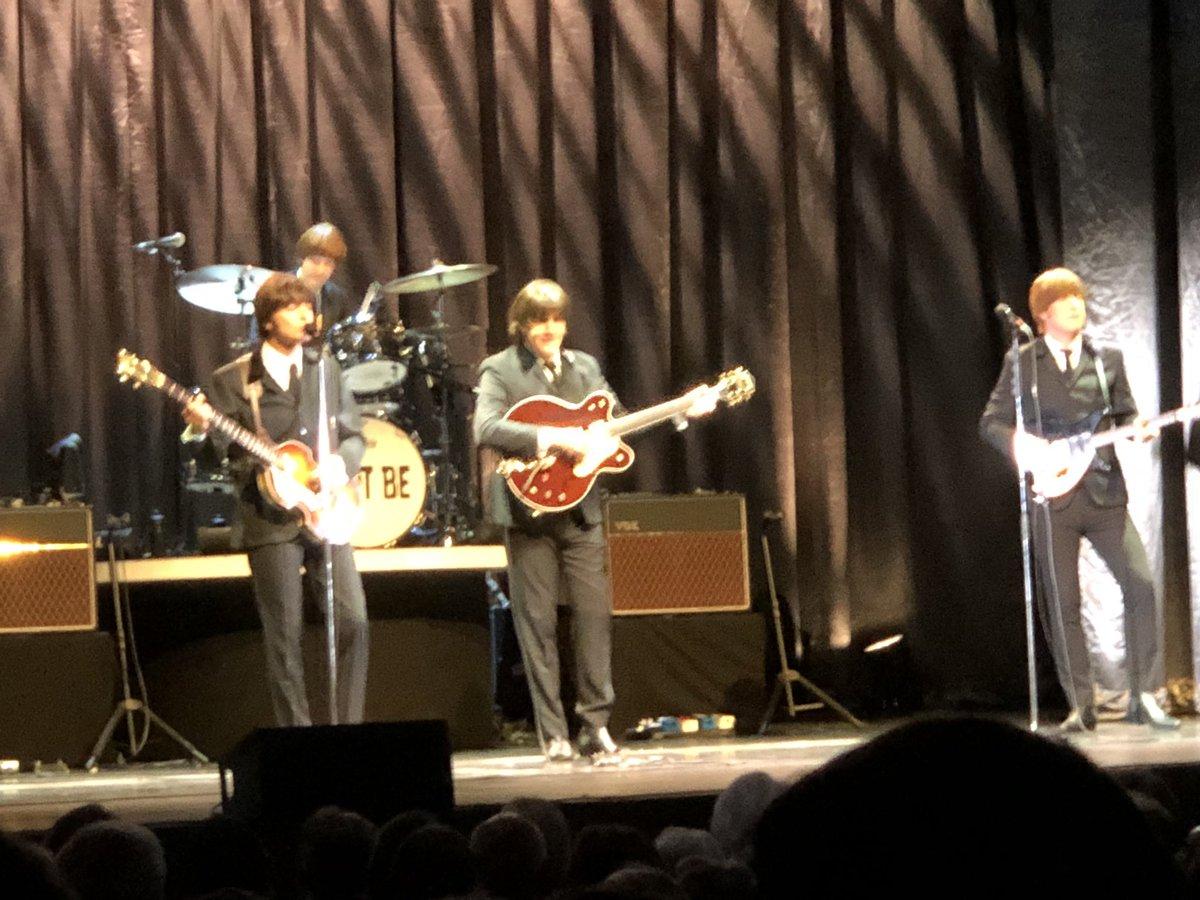 test ツイッターメディア - で、ミュージカルだと思ったらコンサートだった♪思った以上に楽しくてもう一度観たくなった!観ているうちにだんだん本物のジョン、ポール、ジョージ、リンゴに見えてきた!ビートルズ、やっぱりサイコー╰(*´︶`*)╯ #let it be #the beatles #ビートルズ #レットイットビー #ミュージカル https://t.co/1jJ1S1yjCi