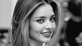 test ツイッターメディア - ピンクでHappy!な女性 ミランダカー「内面の美」を発している女性たちは、まわりのだれにとっても魅力的。あなたも会ったことありませんか?どこがどうとはうまく言えないんだけど、なんだかたまらなく惹かれてしまう、そんな人に。 https://t.co/4IdxH42ouM