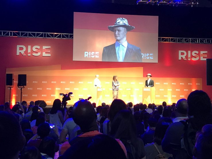 I watched two #robots chat together on stage at a tech event  #RISEConf #Ai #bots