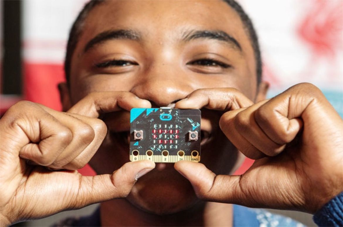 BBC's Micro:bit turns out to be an excellent drone hijacking tool   #IoT #Defcon