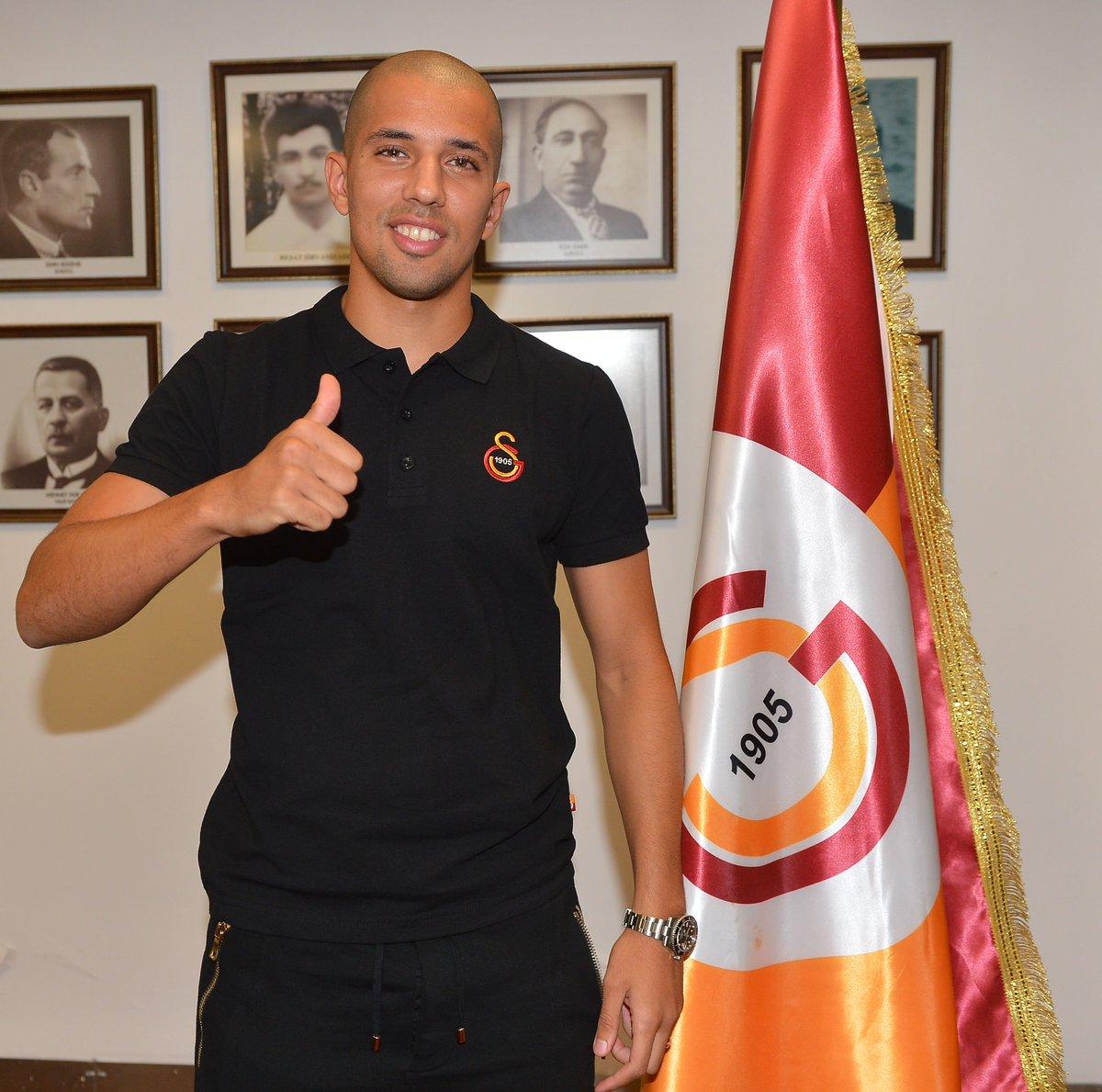 Feghouli signe à Galatasaray 3