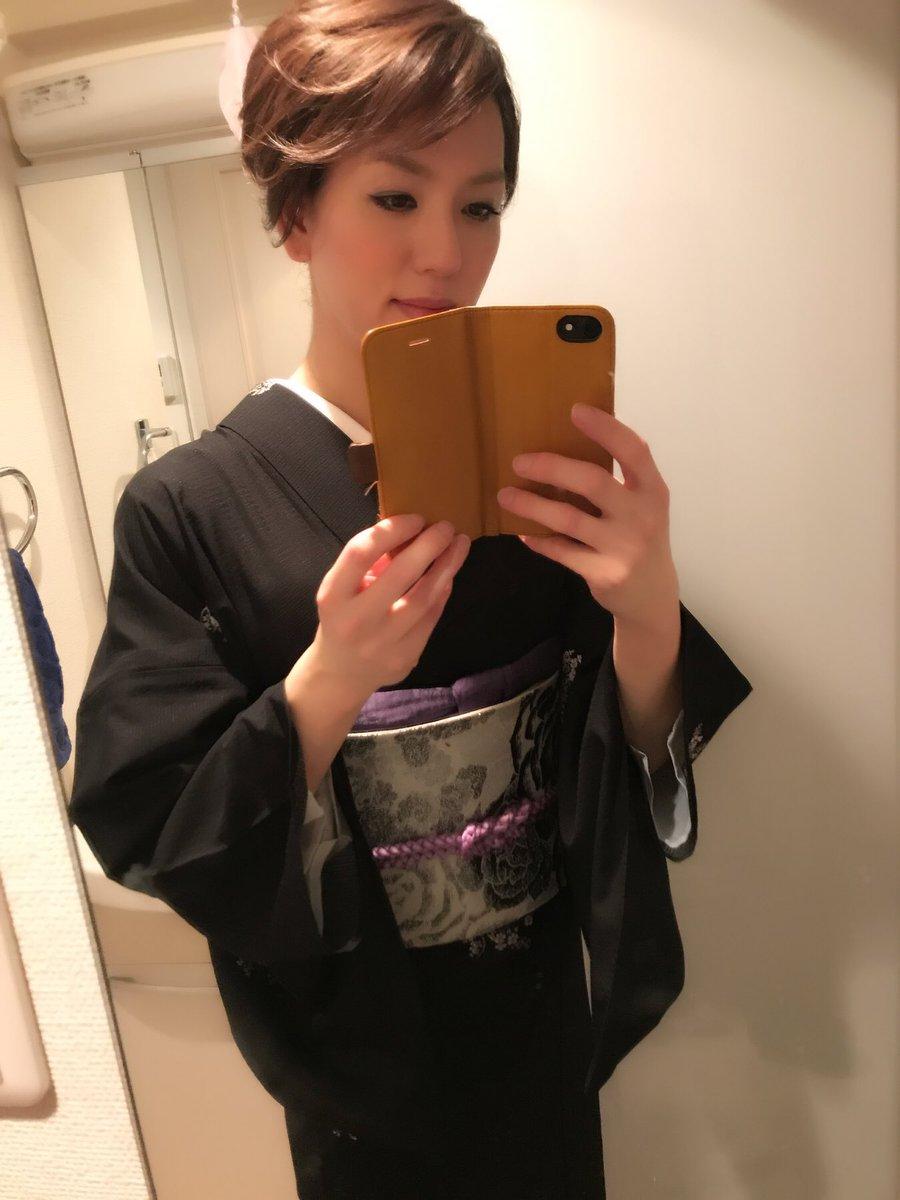 test ツイッターメディア - 今夜のSENSEのテーマは「熟女装の黒革の手帖」です❤️皆様のご来店を手帖を持っておまちしておりますw https://t.co/1HrPA4io3A