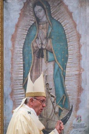 Papa Francisco se solidariza con víctimas y pide oraciones