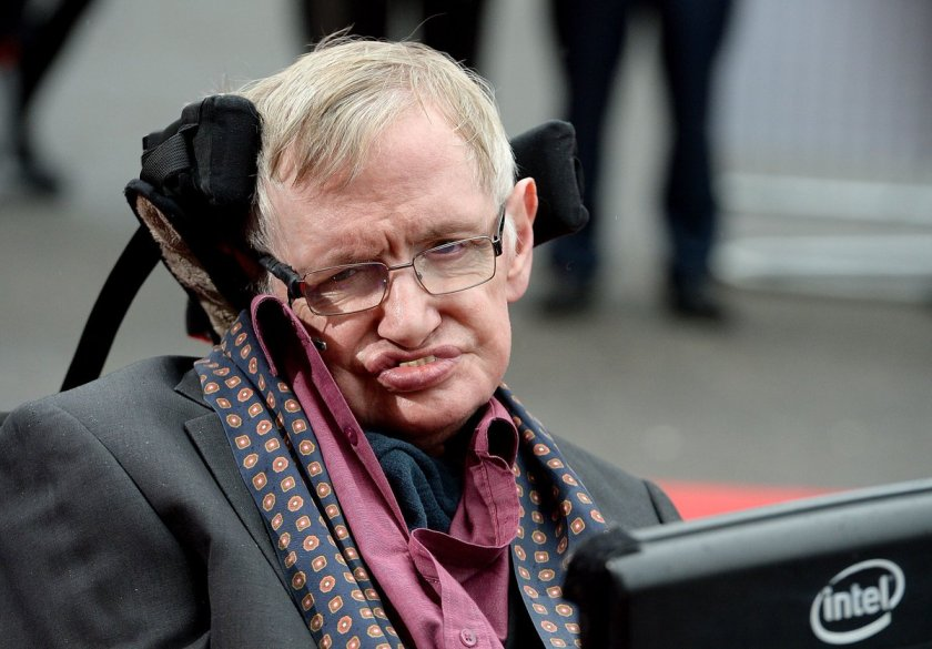 Stephen Hawking isn't sure whether artificial intelligence will end poverty or kill us all