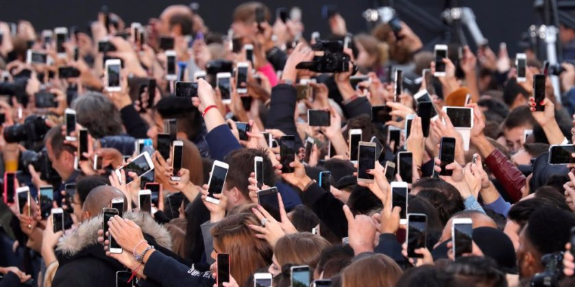 Your smartphone obsession looks a lot like the obesity epidemic, MIT psychologist says