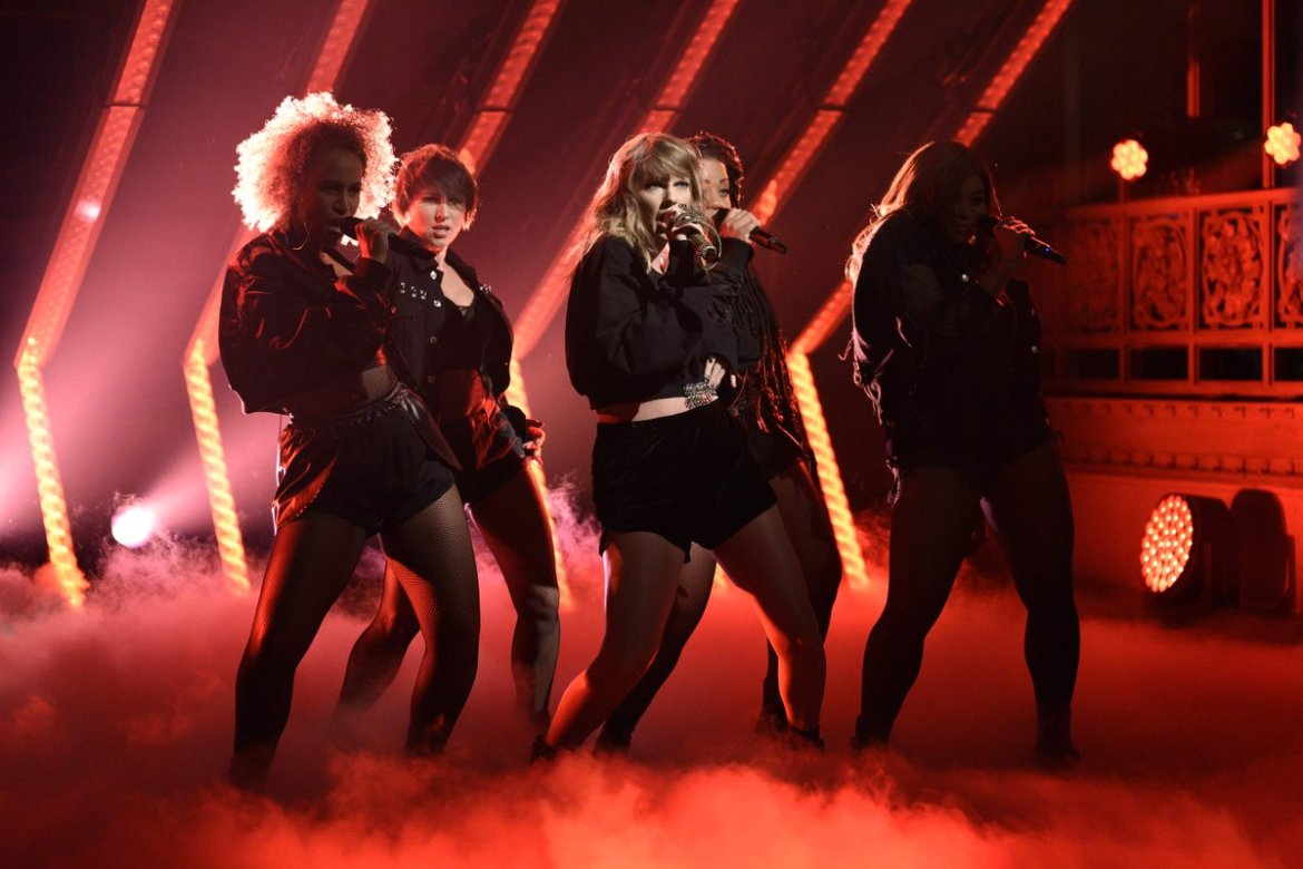 Hey #swifties! Your girl @taylorswift13 is coming back to Tampa next year!  #UnlockTampaBay