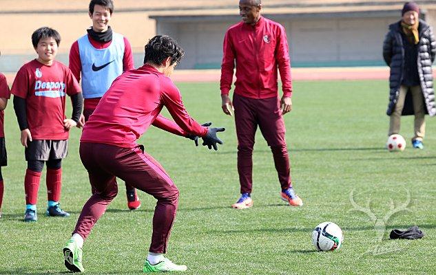 test ツイッターメディア - 【モバイル】「スタッフダイアリー」を更新!#antlers #kashima  今日のサッカー教室、PK戦で謎のポーズを見せた夢生さん。これはいったい何だったのでしょうか?ぜひご一読ください!  アントラーズモバイル・スタッフダイアリー「一番目立っていたのは…?」: https://t.co/CiheqBKHbh https://t.co/y6nRanfBYn