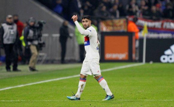 ليون يحقق فوزاً مثيراً على سان جيرمان في قمة الدوري الفرنسي 25