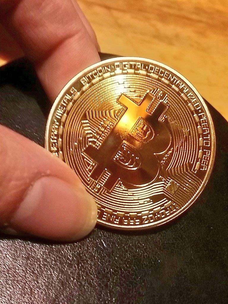 test ツイッターメディア - とうとうあたしもビットコインに手を出しました!(`・ω・´)キリッ!値上がりを期待してます!(*゚∀゚*)! https://t.co/dlUQSjkRlt