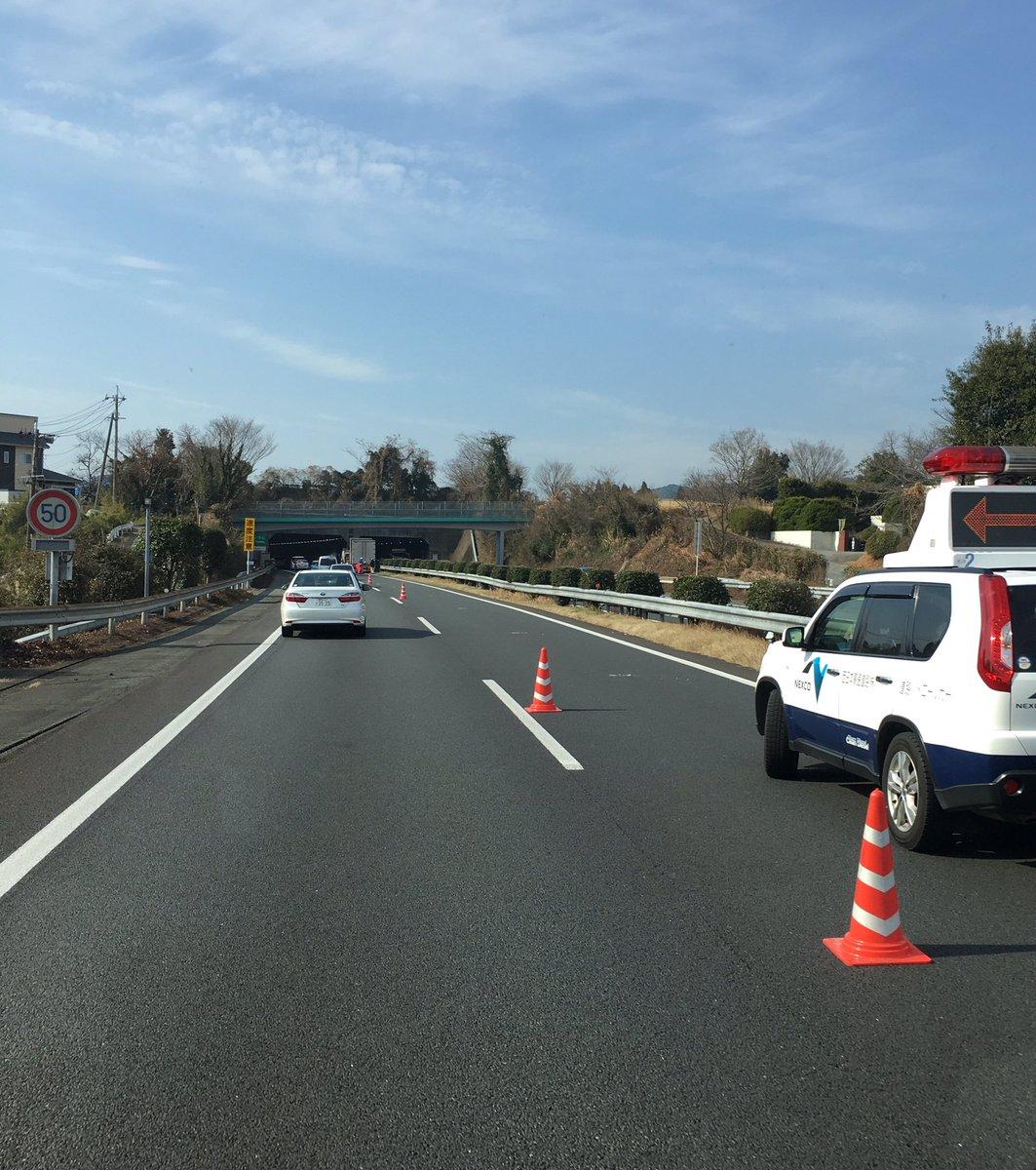 test ツイッターメディア - 九州道下り 城南の塚原トンネル手前事故で追越し車線潰れてます レッカー作業中 https://t.co/YY2mpNKK6I