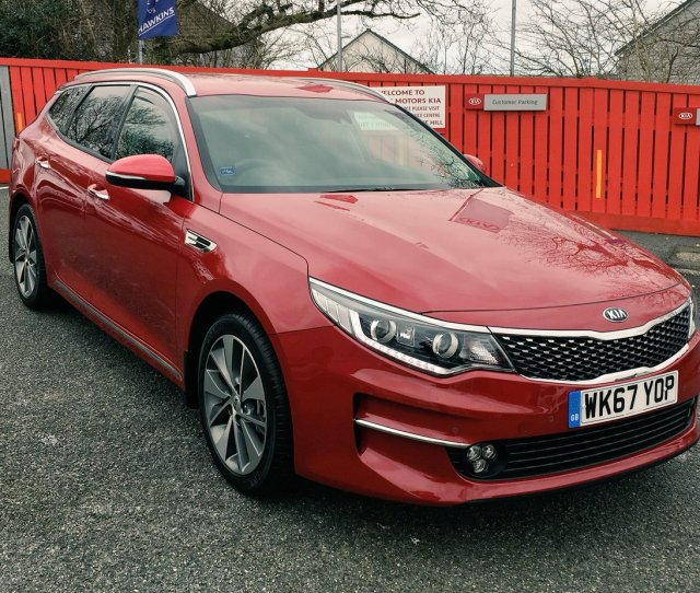 Hawkinskia Kia Optima Sw Crdi  Reg Only  Miles On The Clock With Tow Bar Rubber Mats And Wind Deflectors Only  Saving Over  On New