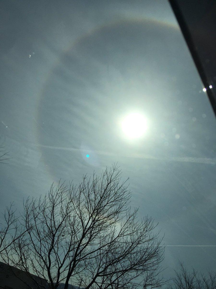 test ツイッターメディア - 次男の運転で福井を走行中。太陽の周りに虹らしきものが。 https://t.co/eVwzdhUhIN