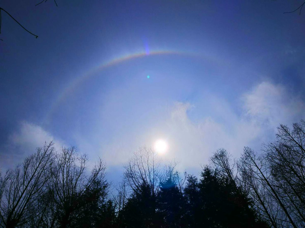 test ツイッターメディア - 晴れてるのに太陽の周りに虹🌈 めっちゃレア😍  #虹 #ハロ #気象現象 https://t.co/LIGZ6ysNsl