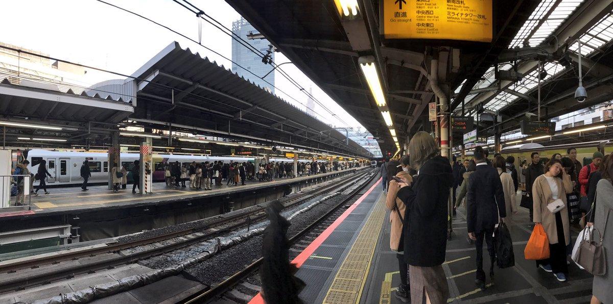 test ツイッターメディア - 640)山手線 新宿駅(2012.8.4)  世界一の1日平均乗降者数を誇る巨大ターミナル駅 山手線の他に各方面への通勤路線や特急列車も数多く発着する。  駅構内は迷宮扱いされるほど広く複雑だが、甲州街道を挟んで駅が建ち、人が大量に行き来する姿を見ると、あぁ東京だなと感じる。  #海垣利用訪問駅700まで https://t.co/yGfZD4dgiS