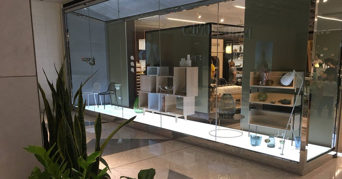 is it better to light a window display