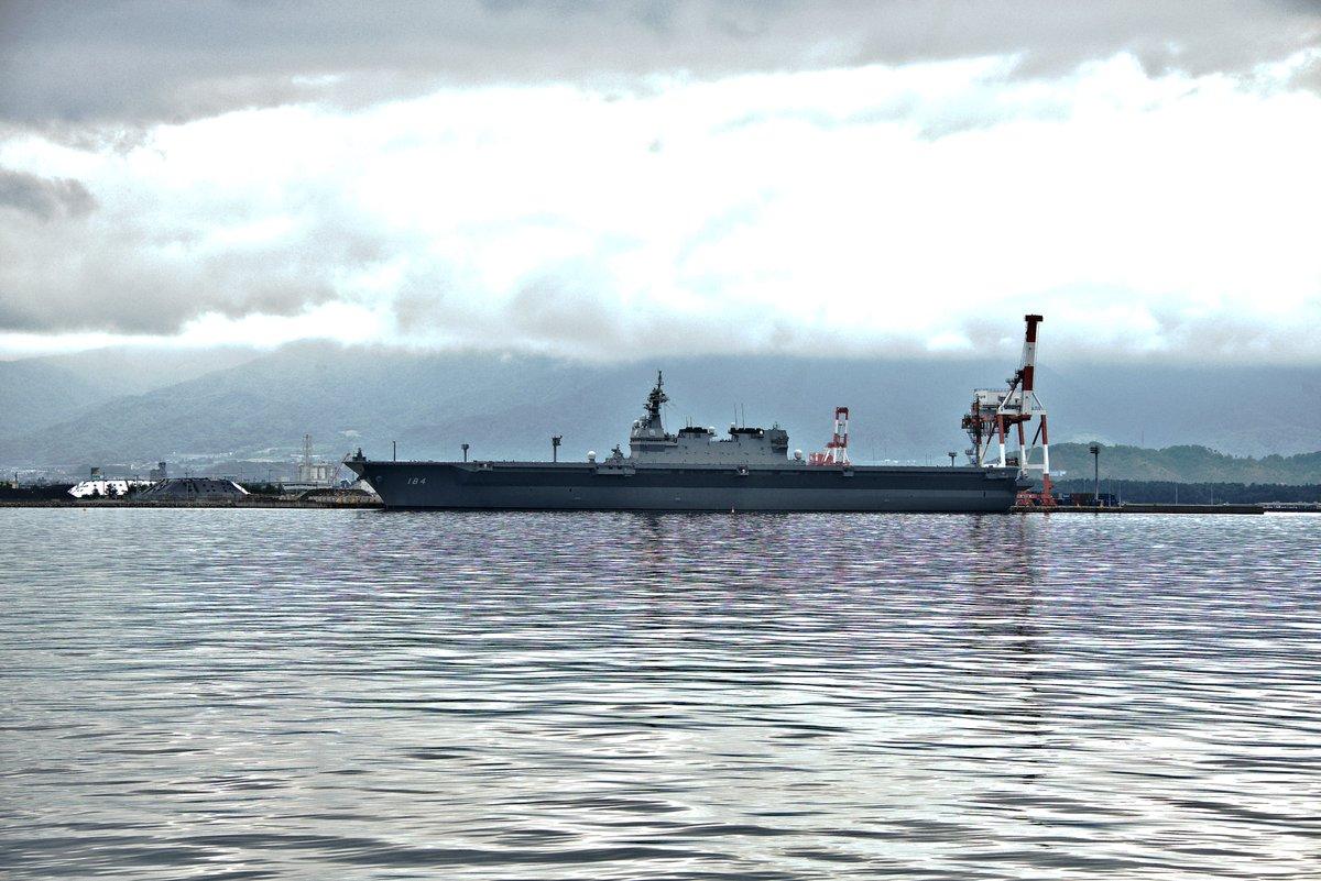 test ツイッターメディア - #海の日なので海の写真を貼る #福井県 #敦賀市 昨日、ふらりと #敦賀港 付近に立ち寄った際に停泊中だった #護衛艦かが を撮影しました。夕方ごろだったので一般公開の時間は終わっていましたが、遠くからなら見ることができました。 大きいなぁ…。これにF35B(ステルス戦闘機)を載せるのか~。 https://t.co/jvpkyhLLu8