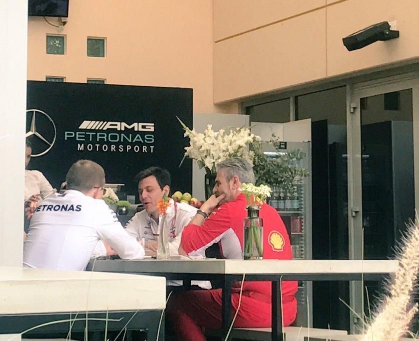 Arrivabene e Wolff dopo la riunione sui sorpassi F1