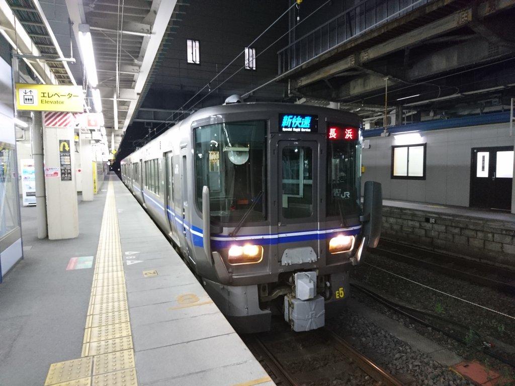 test ツイッターメディア - 米原駅で琵琶湖線遅延の影響で新快速長浜行2両が爆誕 https://t.co/o62TrJU2zE