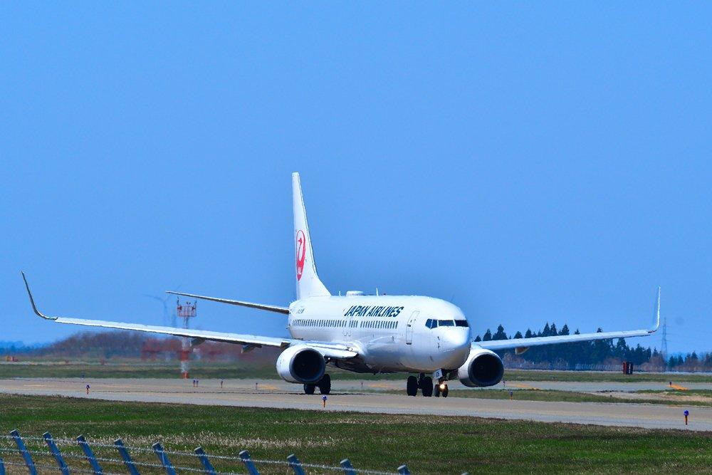 test ツイッターメディア - 秋田空港第3駐車場より。 本来は霞んでこんなにきれいな青空ではなかったですが… #鶴丸 #JAL  #日本航空 #ボーイング #秋田空港 #秋田 https://t.co/lUilhlrcYr