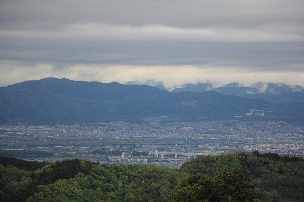 test ツイッターメディア - 5枚目:久御山・宇治方面。中央下部に京都競馬場。すぐ上が久御山JCT。右奥の煙突なんですかね。 https://t.co/ZF7rpxlyTf