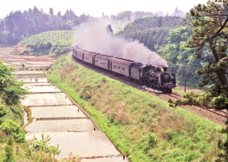 test ツイッターメディア - 田植え時期の総武本線。八街付近の田園地帯をゆったりと走る、C57134号機牽引の旅客列車。 https://t.co/ZSpmQpATeF