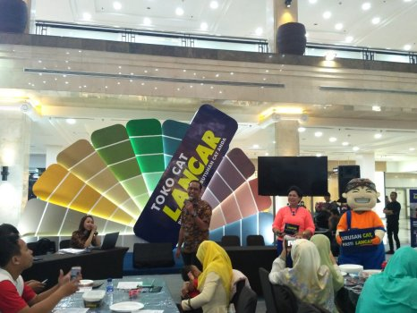 mas Faiz bussiness dev Toko Cat Lancar memaparkan inovasi Lancar Paint Center