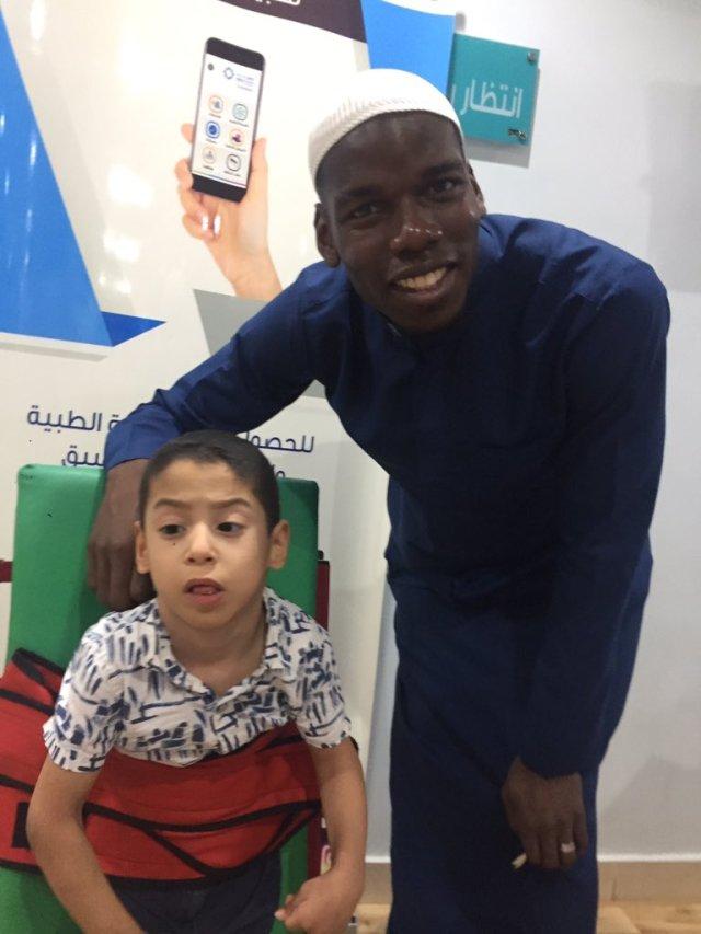 بالصور.. بوجبا في زيارة للأطفال ذوي الاحتياجات الخاصة بالسعودية 26