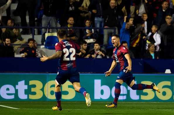 ليفانتي يوقف سلسلة اللاهزيمة لبرشلونة 27