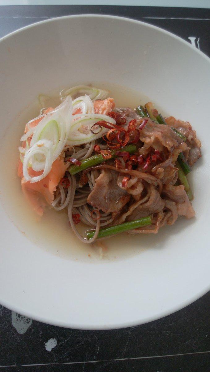 test ツイッターメディア - #SHINee #平壌冷麺 世界平和を祈ってます。韓半島、朝鮮半島から平和の雄叫びを❢  今、韓国では平壌冷麺が、大人気❢私はオリジナル平壌冷麺❢ 和洋折衷、平壌冷麺❢ 鮭の酢漬けと焼き肉をトッピング。麺は蕎麦、スープはダシダです。美味しい😋 https://t.co/nPkdAjff2K