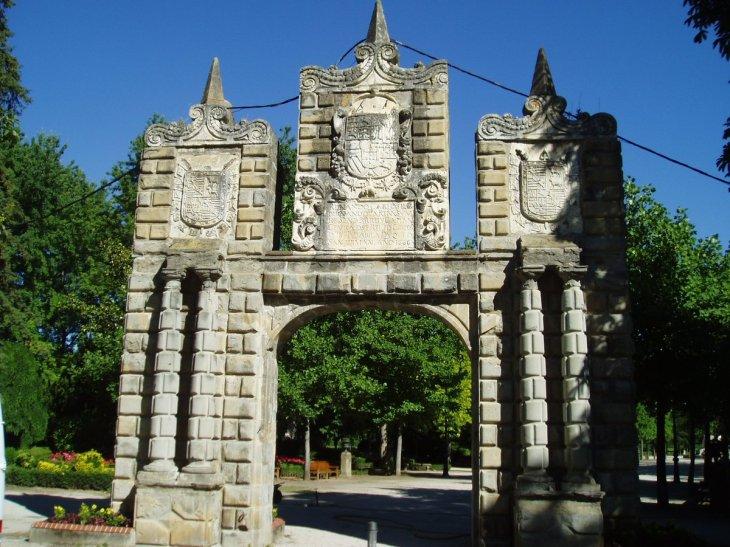 """Pamplona - Iruña Turismo בטוויטר: """"El Portal de San Nicolás fue ..."""