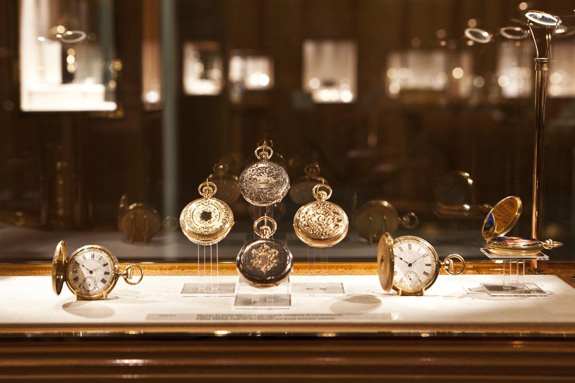 المتحف يوضح العلاقة التاريخية بين الساعات و السويسريين