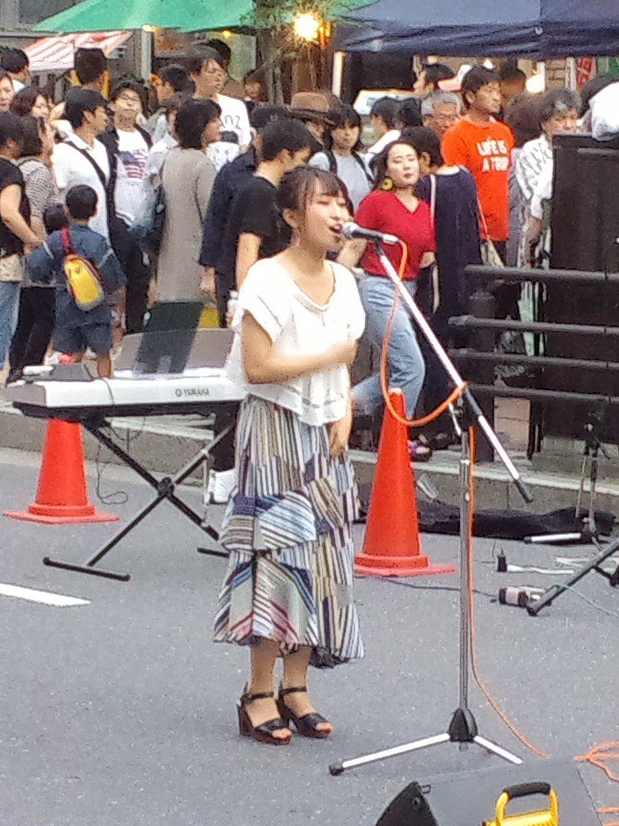 test ツイッターメディア - ピースストーンのアユミさん。なかなか心地の良いライブだった。来月4日は三社大祭のお祭り広場でフルメンのライブがあるそう。モー娘一期生の福田明日香さんも参加とのこと #八戸七夕祭り https://t.co/YGEUAiQIcK
