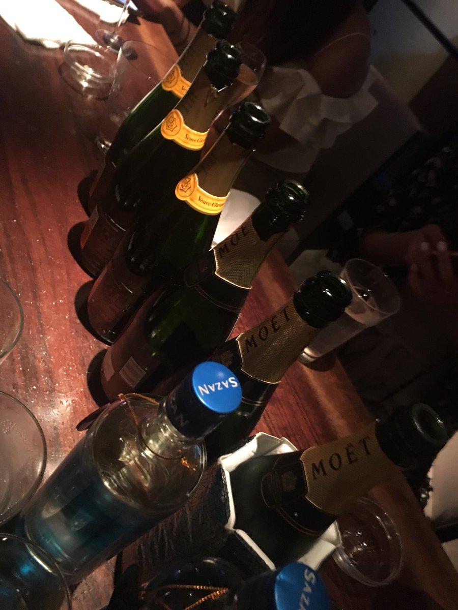 test ツイッターメディア - さ須賀、バーです。 ワールドカップでシャンパンばり あいて飲まされて酔っ払いながら 働いてるなう、須賀健太くんだいすき https://t.co/FZd3BY4gQO