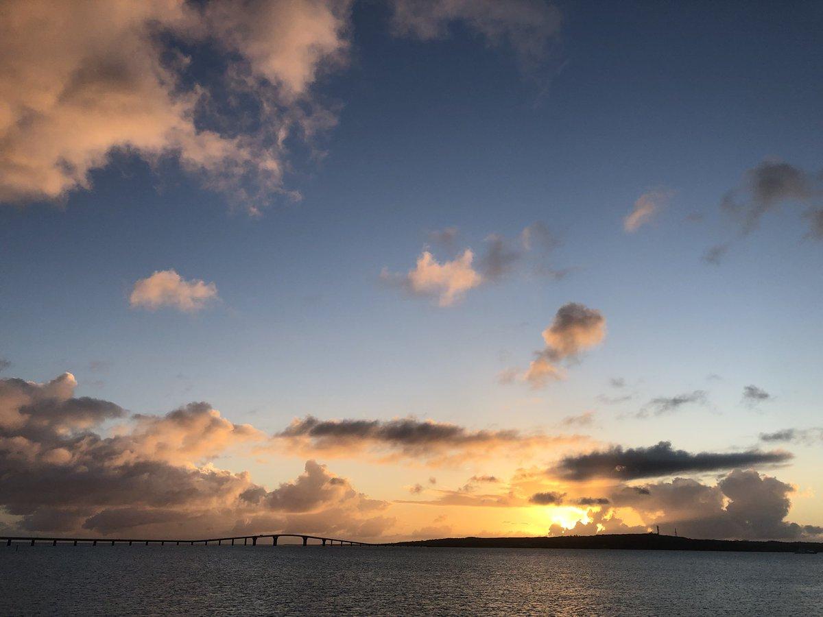 test ツイッターメディア - 伊良部大橋をドライブして、夕方はサンセットビーチで伊良部島に陽が沈むのをずーっと眺めていました。 #宮古島 #伊良部大橋 #サンセットビーチ https://t.co/NxZqwXZQ5q