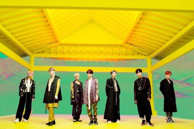 Resultado de imagen de bts idol traditional korean