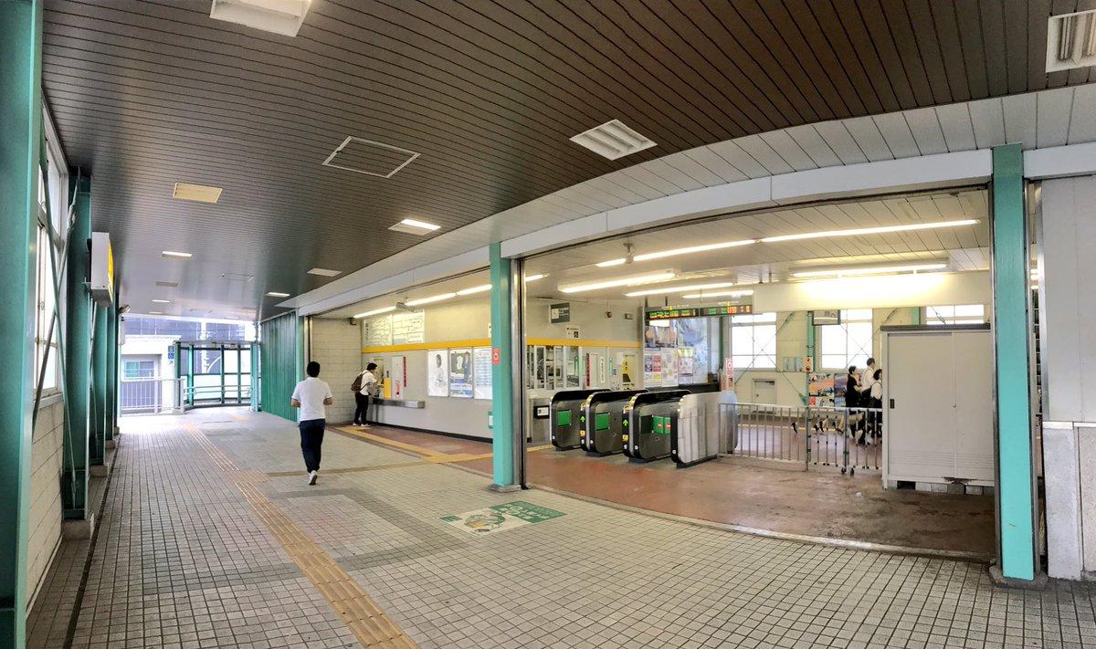 test ツイッターメディア - 1217)総武本線 東千葉駅(2018.9.7)  千葉駅のすぐ北東にある総武本線と成田線の駅 実は当駅を含めて千葉駅構内の扱いらしく、実際千葉駅の留置線が当駅すぐ横まで伸びている。  隣の千葉は1つの街かと見紛えるように綺麗に改装されたが、当駅はあまり手が加えられていない。  #海垣利用訪問駅1300まで https://t.co/jyP7wJSI06
