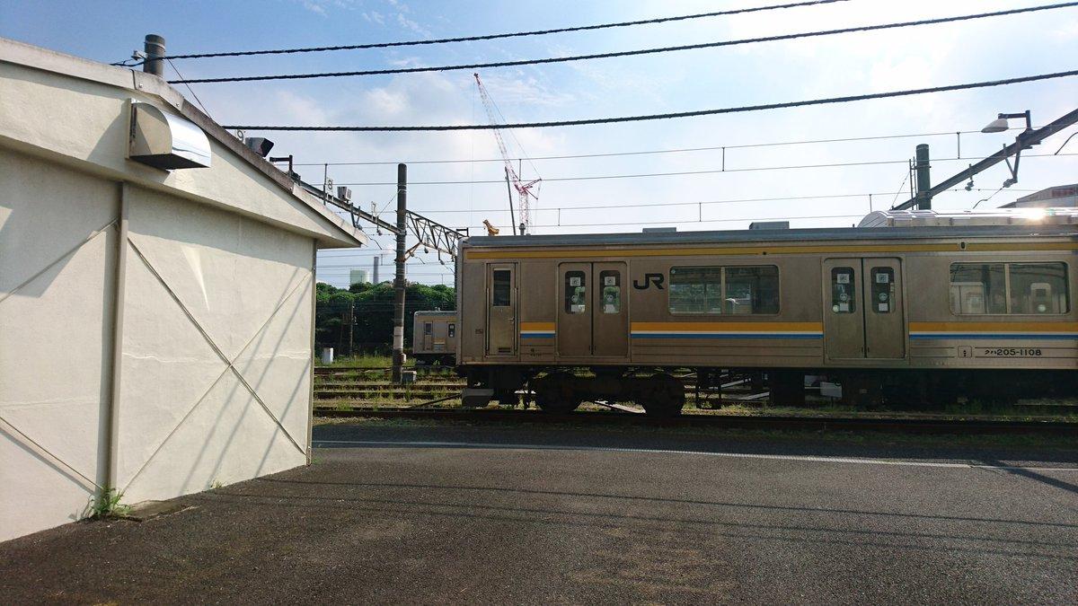 test ツイッターメディア - みんな大好き車両基地。(3両編成の鶴見線205系は山手線・埼京線で活躍した中間車に運転台を取り付けた改造車) https://t.co/mC4rSpesNV