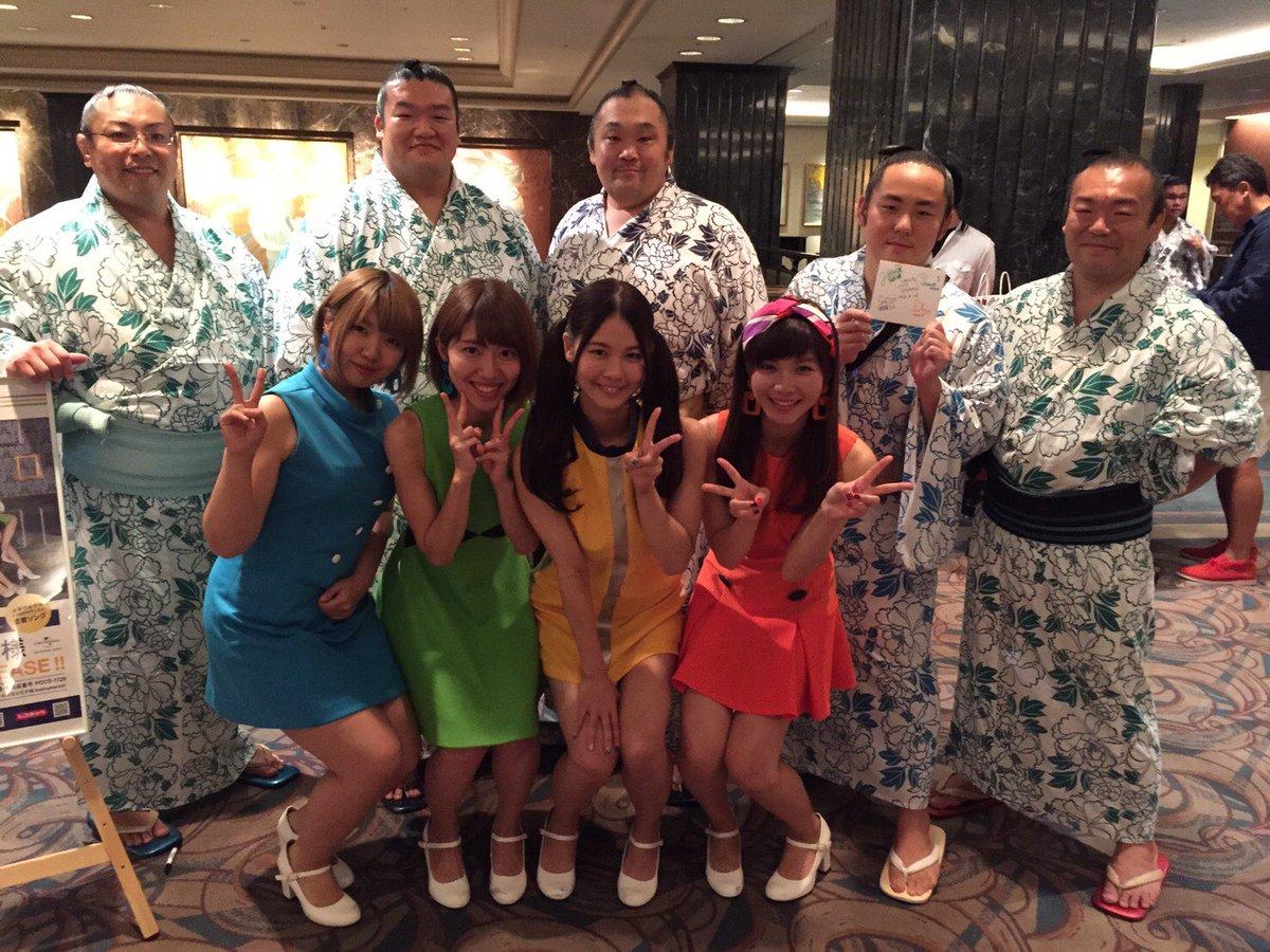 test ツイッターメディア - 今月末引退される横綱 日馬富士さん、 宝富士関さん、照強関さん、そして力士の皆様ともお写真を撮らせていただきました🙇♀️✨  ありがとうございます🙇♀️ https://t.co/JnCJHx7fR8