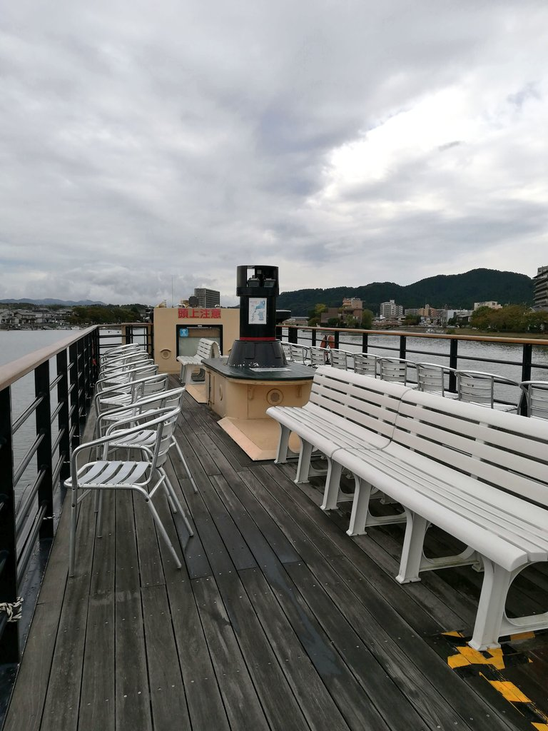 test ツイッターメディア - 明治時代に琵琶湖を往き来していた蒸気船を模した船でホテル前の港から石山寺に向かう 寒いわ天気悪いわでデッキには誰もいないー😅 https://t.co/whZALOkoze