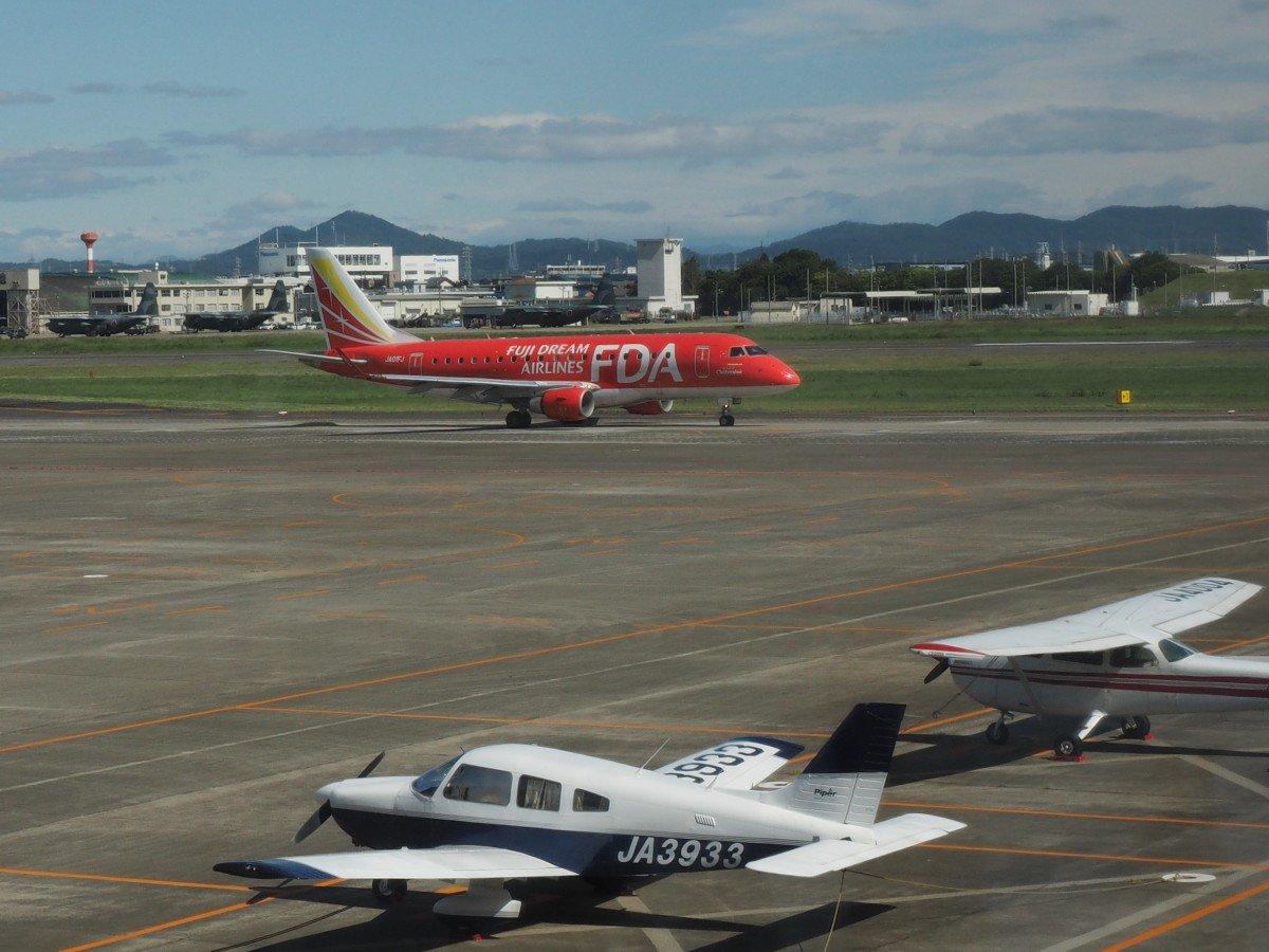 test ツイッターメディア - あいち航空ミュージアムは名古屋飛行場に隣接していてFDAがハブとしてつかっています。色とりどりの飛行機はキレイでした https://t.co/9GyKy7HFSe