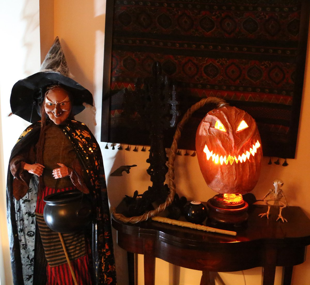 The holiday is intended to remember the dead saints and other souls; U S Embassy India On Twitter Halloween Is Short For Hallows Eve Or Hallows Evening Which Was The Evening Before All Hallows Day On November 1 Halloween2018 Https T Co Ype7d6afd4