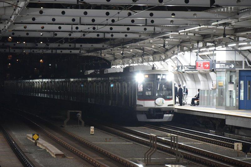 test ツイッターメディア - 2018/11/11終電後 高津駅上りのホームドア輸送と設置が実施されました 設置により停止位置が少々渋谷よりへ移動となっています 49K 回送 5107F @高津 https://t.co/DAQOex4Q5Y