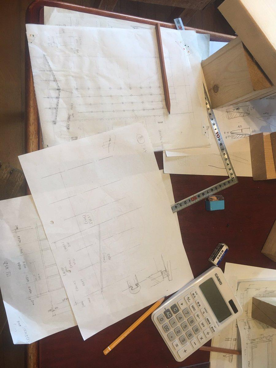 test ツイッターメディア - 平行してうちの専属二級建築士と、ヤギ舎(元牛舎)の屋根(元牛舎の英国人が言うところの1st floor、二階の床だったところ)の改修計画を。本当の屋根にするのだ... https://t.co/VajBoH6kML
