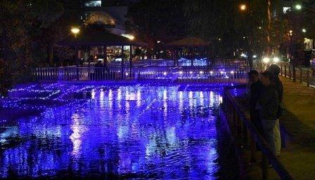 test ツイッターメディア - 岡山の「西川イルミ」16日開幕 夜を彩るLED12万個   岡山市中心部の西川緑道公園を、約12万個のLEDで彩る「西川イルミ'18」が16日開幕する。きらびやかな光で今年のテーマである花を表現。クリスマスや年末年始のムードを高め冬の夜の街歩きを促す。来年2月14日迄。 山陽新聞 https://t.co/dm6ktPcMFL https://t.co/fh96neGaqA