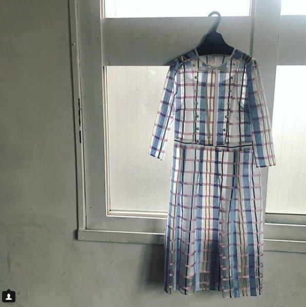 test ツイッターメディア - 【#片瀬那奈 さん衣装】 2018/12/2の #シューイチ で、片瀬那奈さんが着用していた衣装が見つかりました! 透け感のある生地が印象的な、チェック柄のワンピースです。 詳細はこちら▼ https://t.co/vXsOZ4rblx #shu1tv https://t.co/VTSFLlsUcN