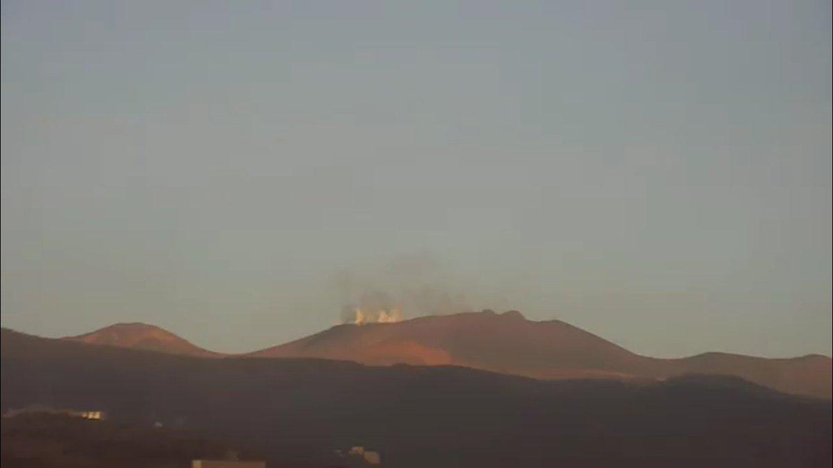 test ツイッターメディア - 夕方になると噴気が増える #新燃岳  #硫黄山 https://t.co/70TvPJ8Te0