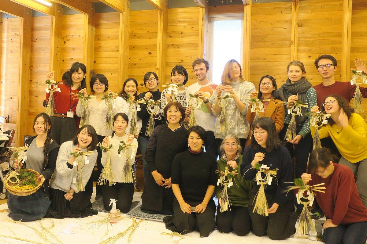 "test ツイッターメディア - 「きずな」では今年最後のイベントとして""正月しめ飾りワークショップ""を開催いたしました。みんなで稲の藁を綯って、飾り付けを行ないました。 日本の大切な伝統行事の一つ、ずっと残り続けて欲しいですね。 素敵な年を迎えられますよーに😄 #京都大学 #京大留学 #京大 #留学生ラウンジきずな #福富久 https://t.co/Jbq2ty0xSJ"