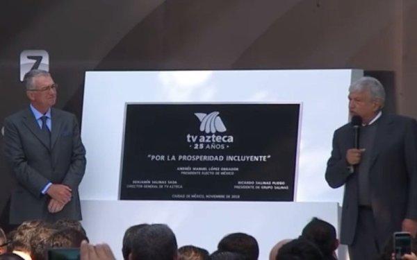 Develación de placa por 25 años de TV Azteca, donde López Obrador fue invitado especial